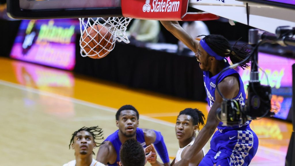 Jackson, Kentucky win 3rd in row, top No. 19 Tennessee 70-55